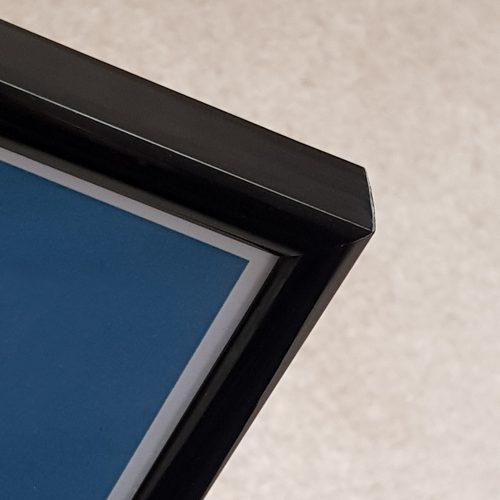 Black frame detail