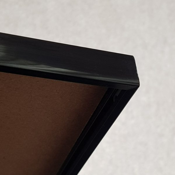 Black frame detail